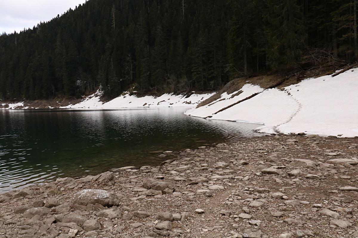 Spacer wokół jeziora